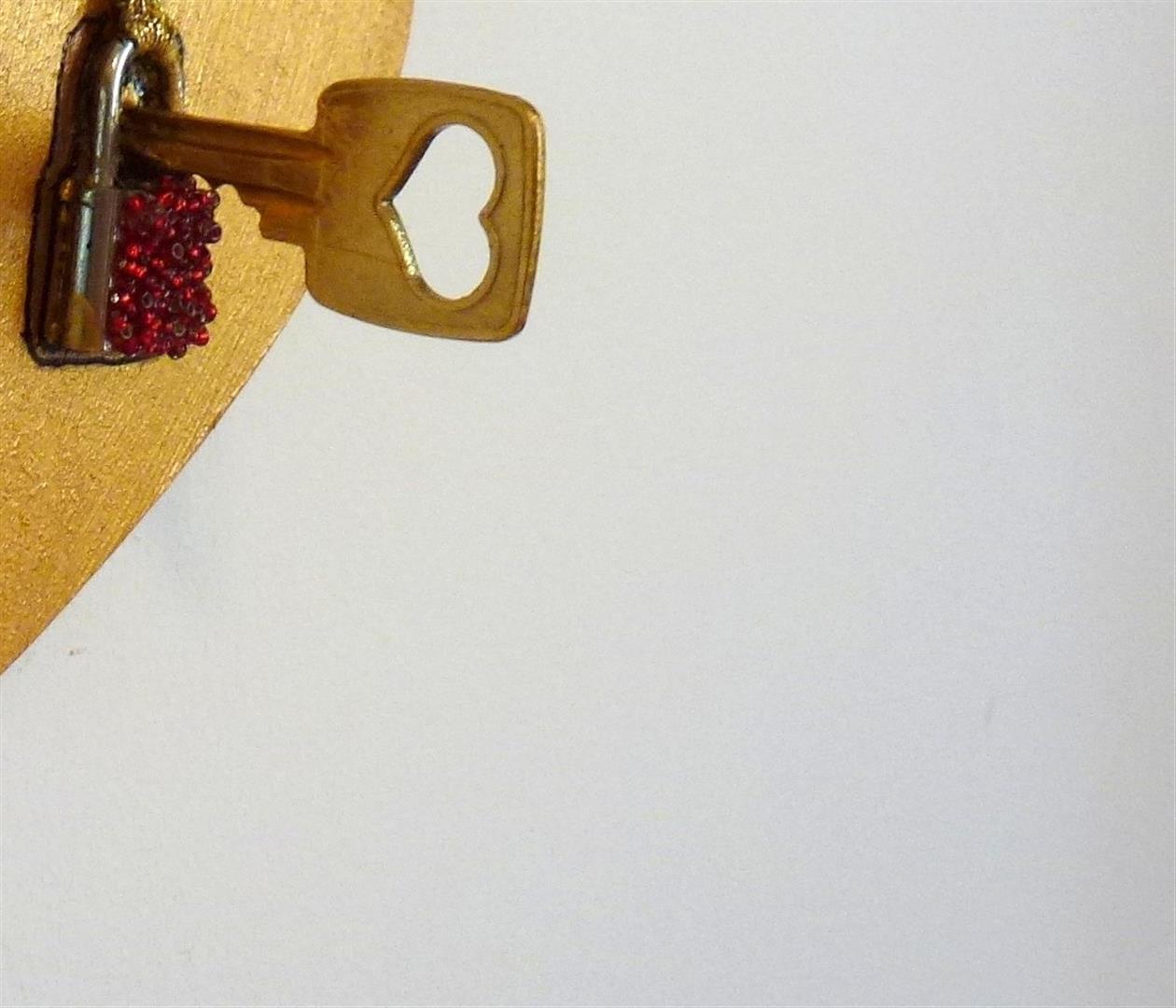 מפתח הלב יצירה לתערוכת אמנים מעצבים קשר