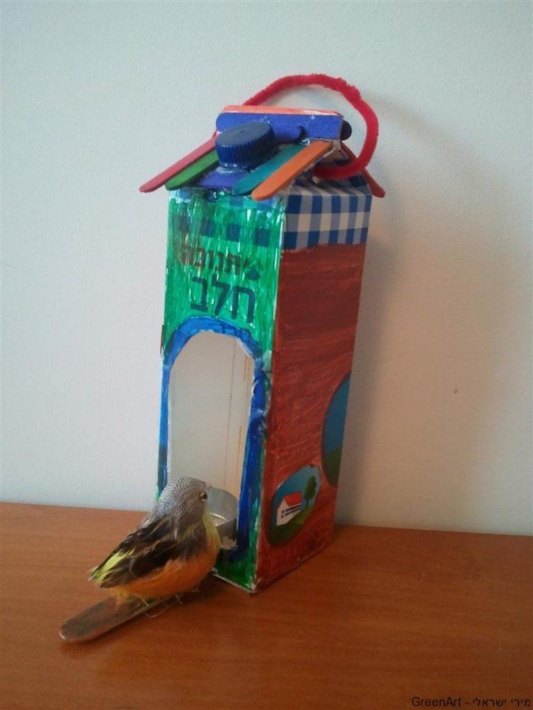 בית גידול לציפורים מקרטון חלב ומקלות ארטיק
