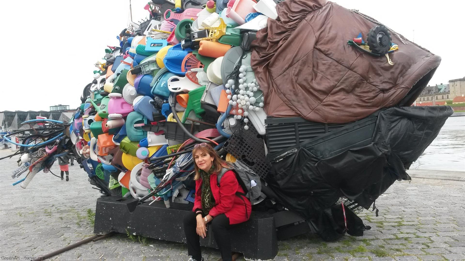 פיסול סביבתי במזח העיר הלסינגור שבוצע עם הקהילה לקידום המודעות לשימור הסביבה