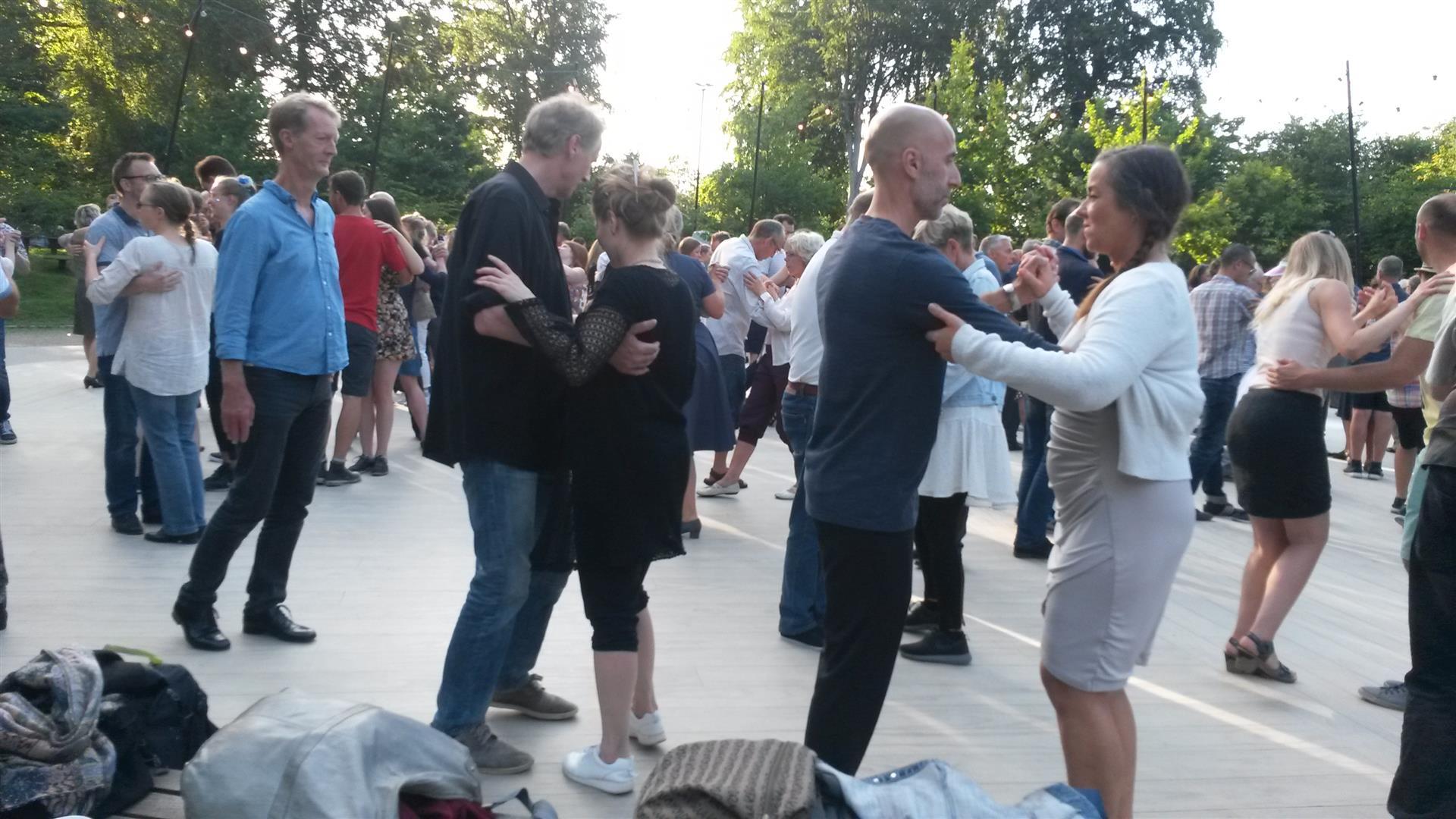 מוזיקה לריקודים בפארקים של קופנהגן