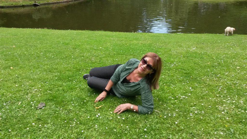 הנאה מהמדשאות הירוקות  בגני פרדריקסברג