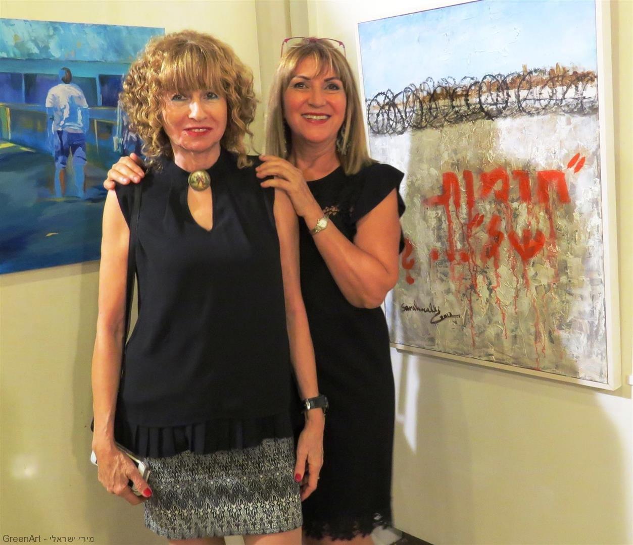 ליד היצירה הנהדרת של חברתי האמנית שרה מלכי בתערוכה - בין מילה לתמונה-