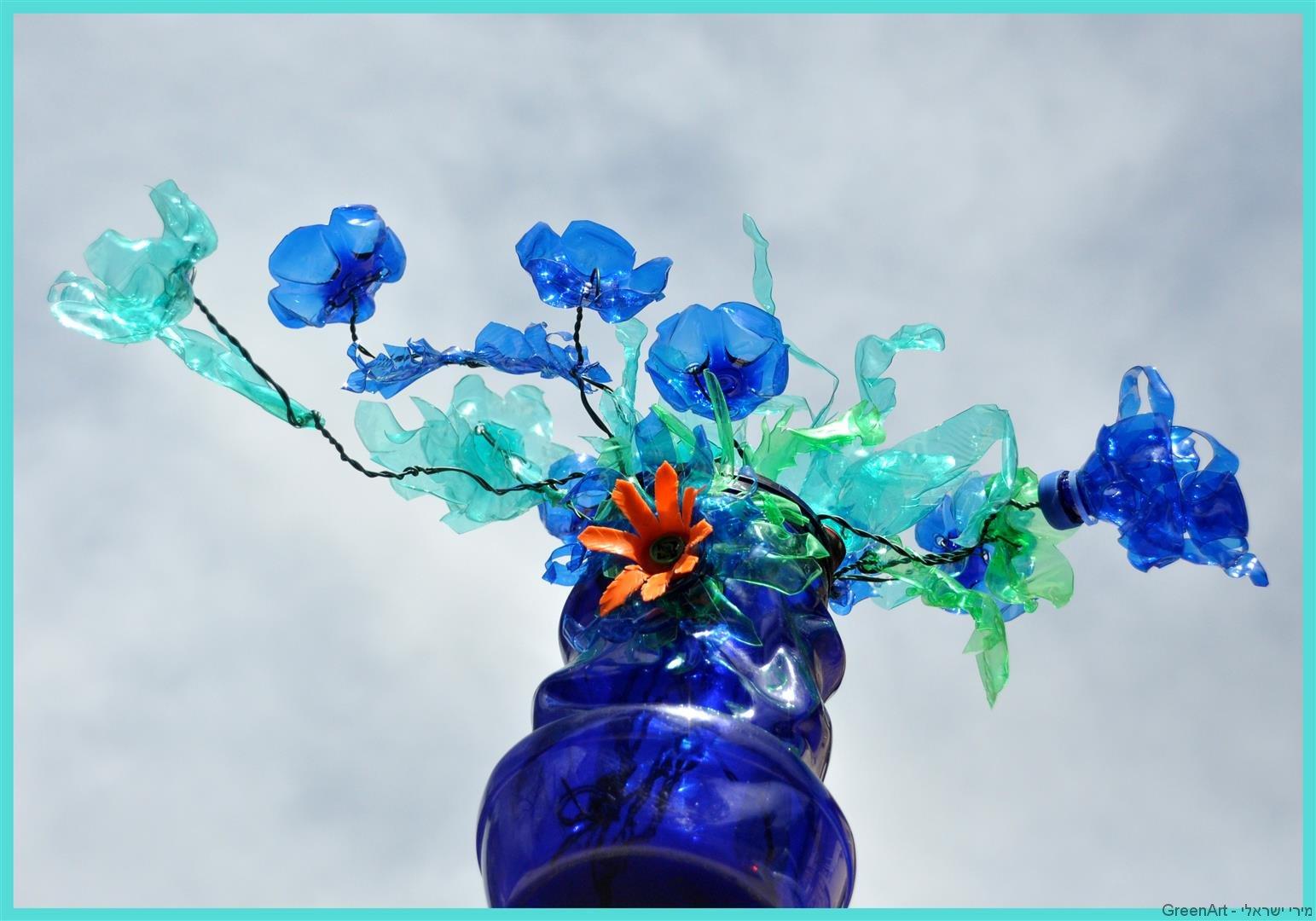 אמנות הפיסול מבקבוקי פלסטיק ECO ART