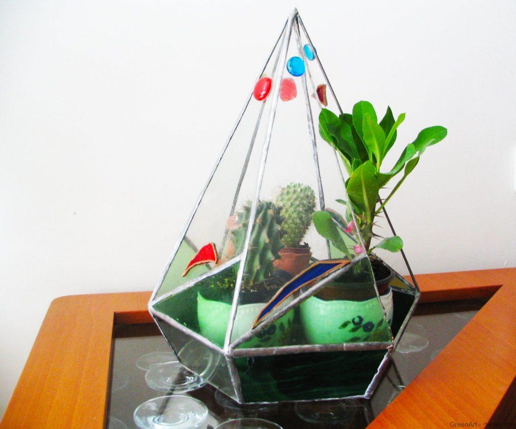 שימוש חוזר בשאריות זכוכית לבניית חממה
