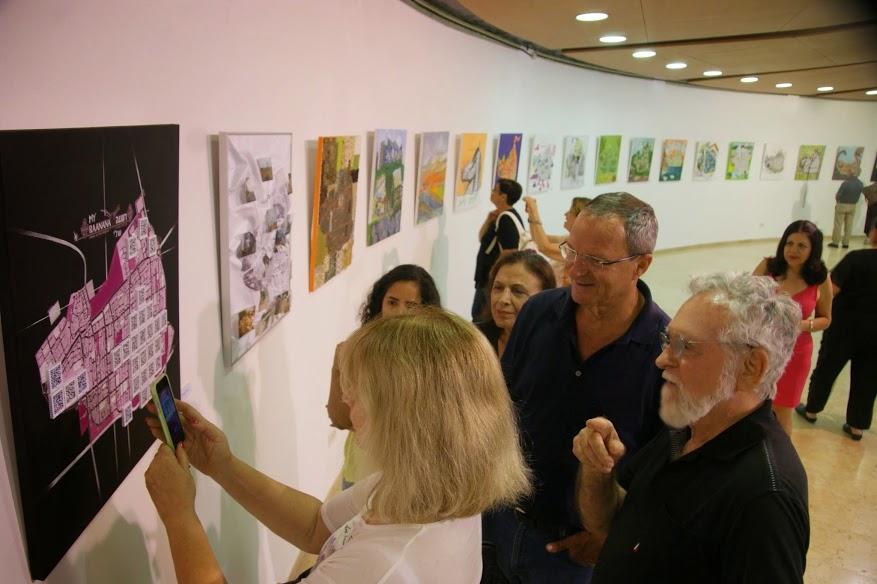 ראש העיר ביילסקי מבקר בתערוכה של אמני רעננה