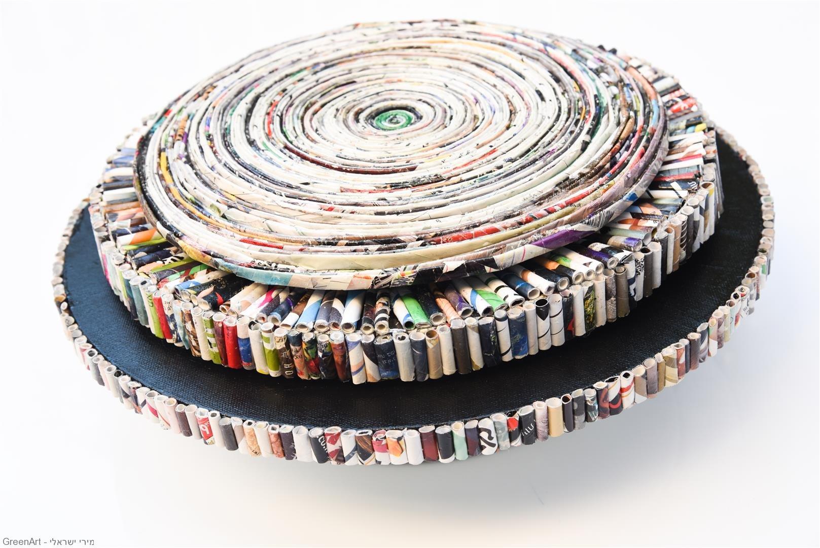 ספירלה מעגלית מסתובבת 360 מעלות מנייר מגזינים צבעוניים- ECO ART