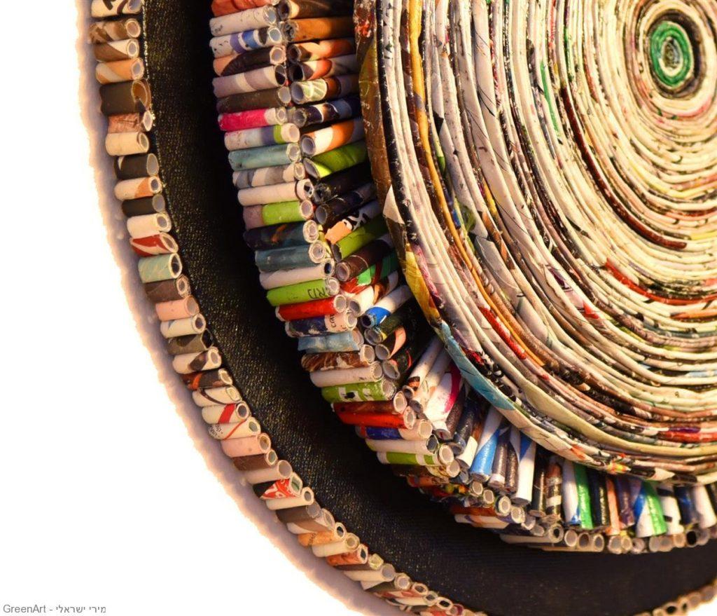פיסול ספירלה מעגלית מנייר מגזינים צבעוניים וקרטון. אמנות מיחזור נייר - ECO ART