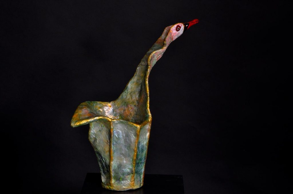 האווז הירוק עיצוב ופיסול מרשת ועיסת נייר כהזדהות עם אווזי הבר