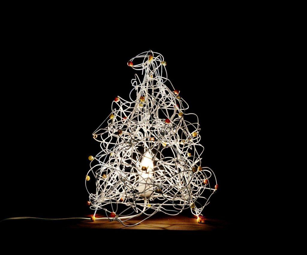 מנורה דקורטיבית מקולבי מתכת ישנים- אמנות ממוחזרת - ECO ART