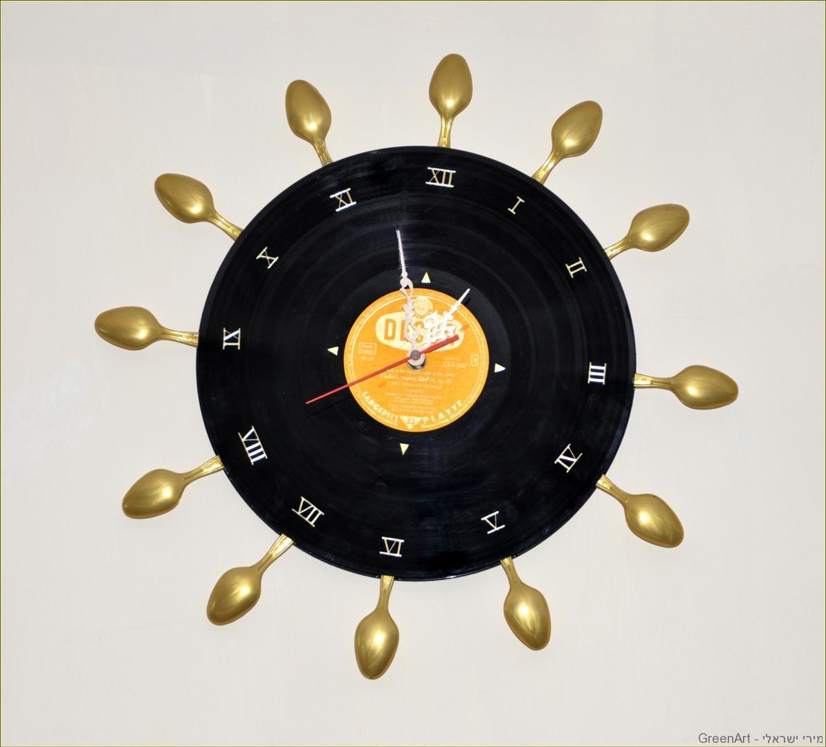 שעון קיר מכפיות חד פעמיות ותקליט ישן- אמנות אקולוגית ECO ART