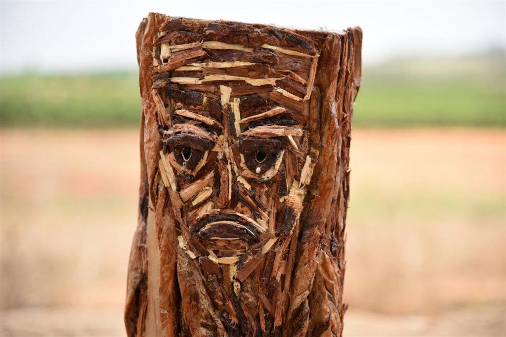 אמנות אקולוגית מפסולת קרטון, נייר וקליפות עצים למען השמירה על העצים -ECO ART