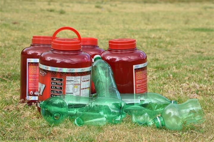 בקבוקי הפלסטיק שעברו מהפך מן הפח לשדה כלניות  כפרח מוגן