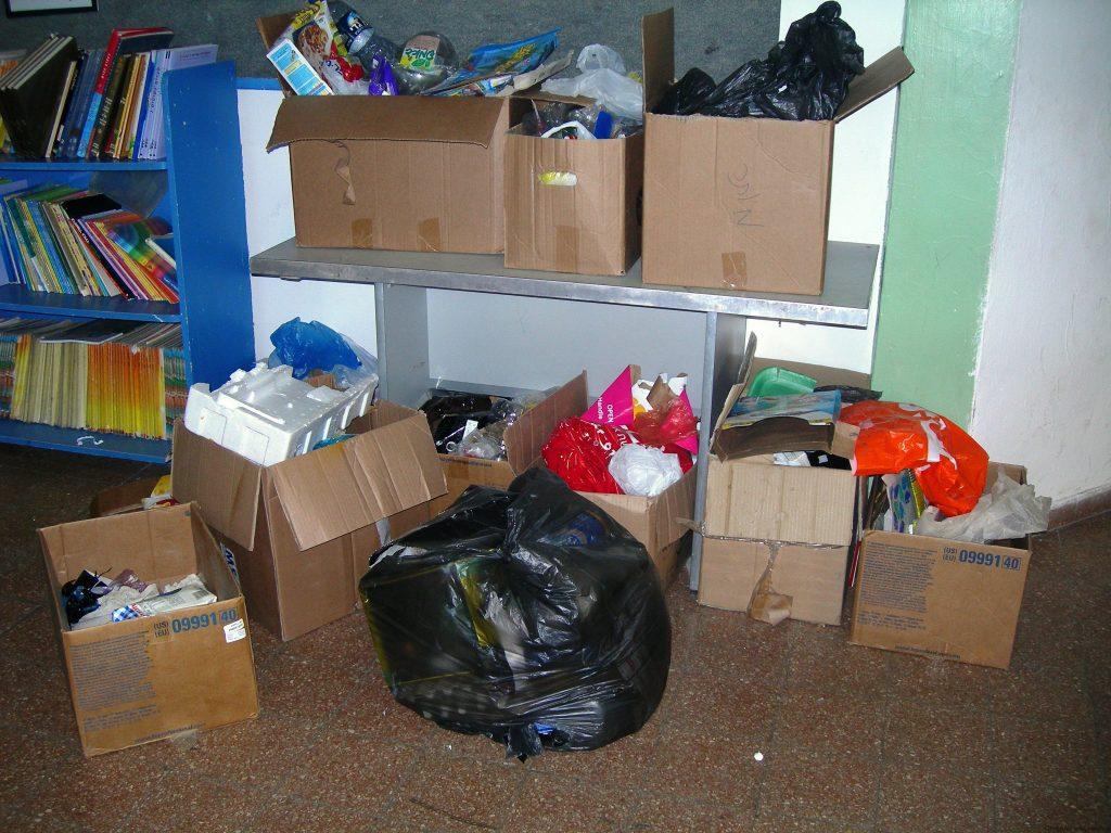 איסוף פסולת עי תלמידי רעות בראשון לשימוש חוזר בסדנאות ירוקות