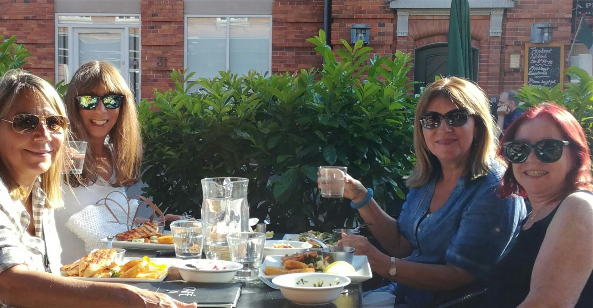 בילוי במסעדה עם ג'ני והחברות מזל ושוש הגרות בקופנהגן