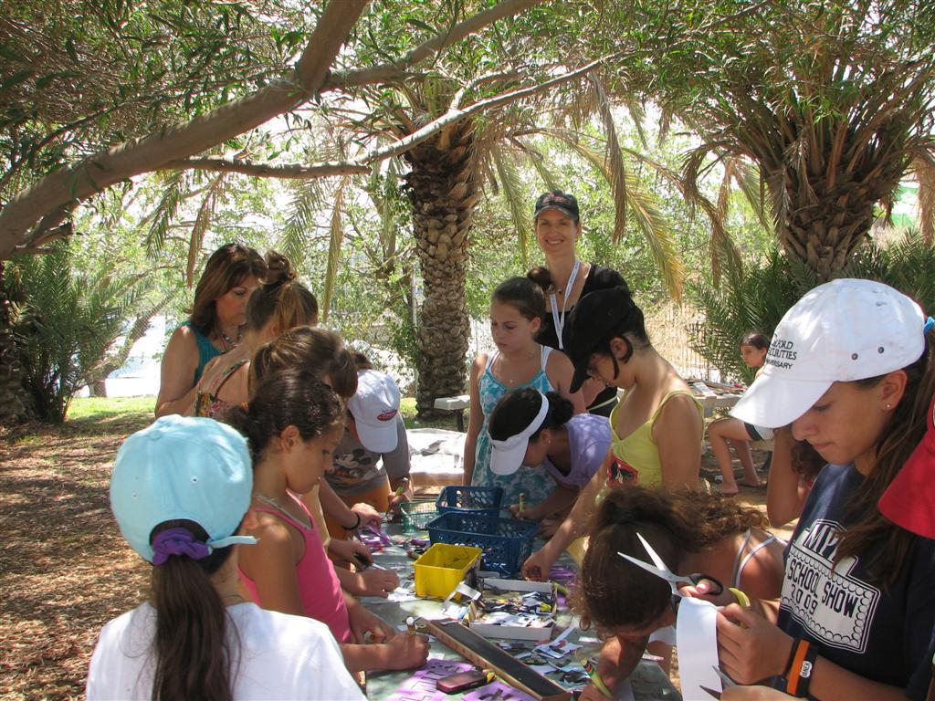 מרב מהמועצה לישראל יפה בסדנה ירוקה לילדי קייטנת טבע