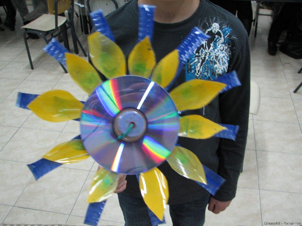 פרח  שעיצב תלמיד בסגנון מכבי תל אביב צהוב וכחול
