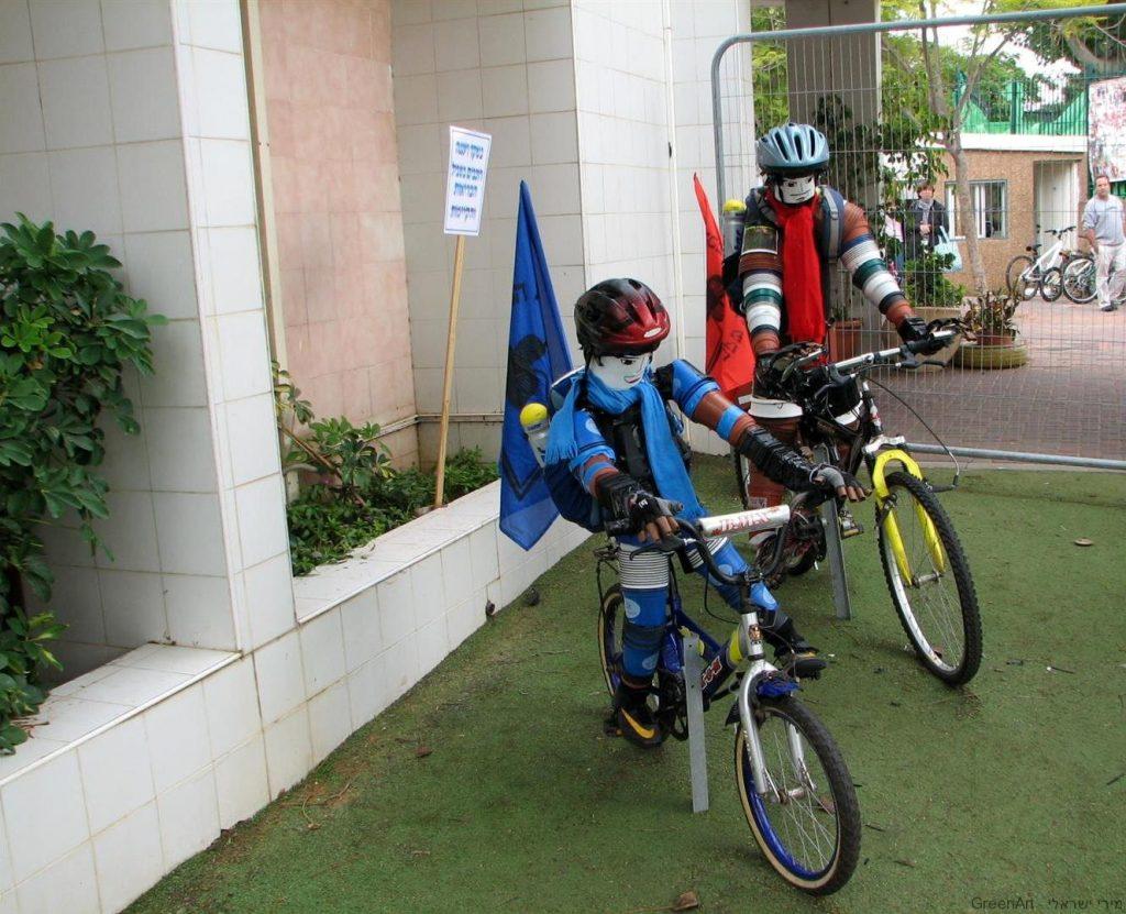 פיסול סביבתי לעידוד הרכיבה על האופניים