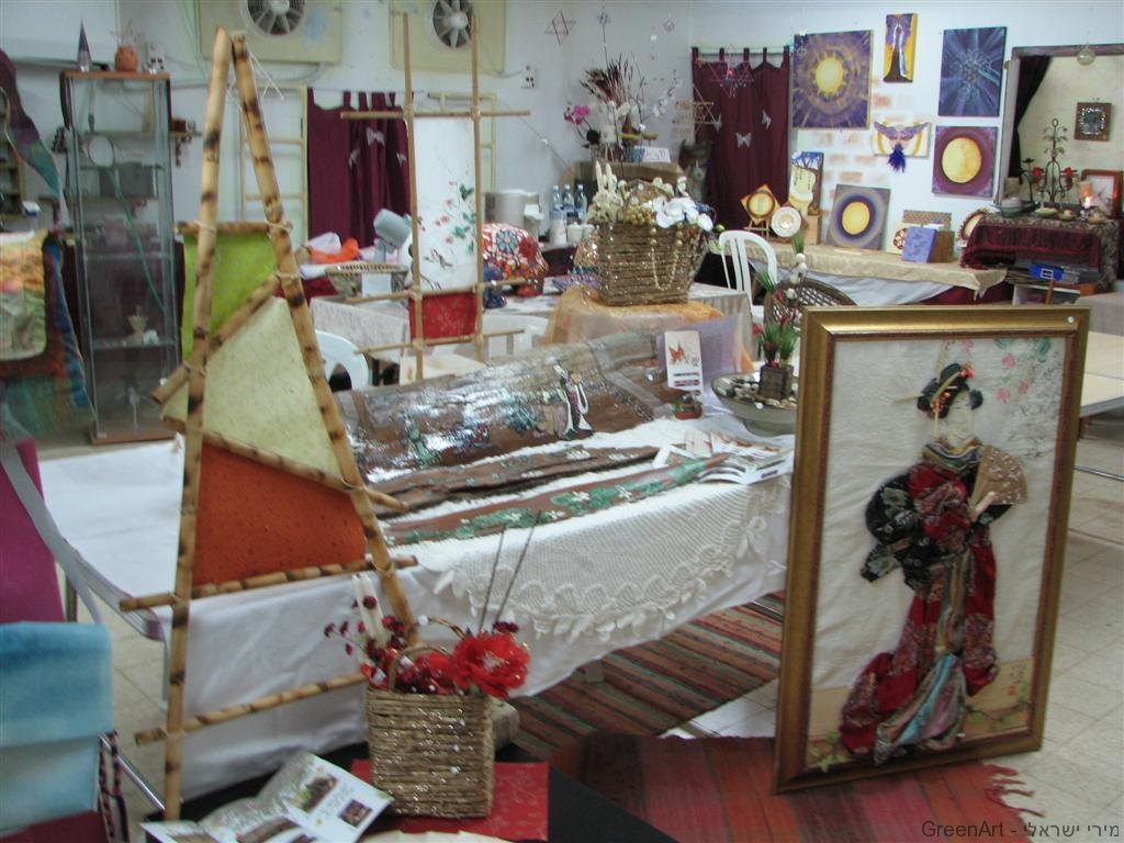 השתתפות בתערוכת אומנים בבית היוצר כפר סבא (2008)