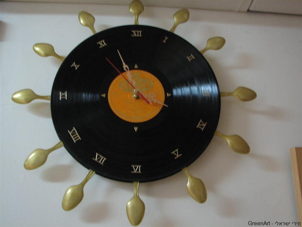 שעון מתקליטים וכפיות חד פעמיות