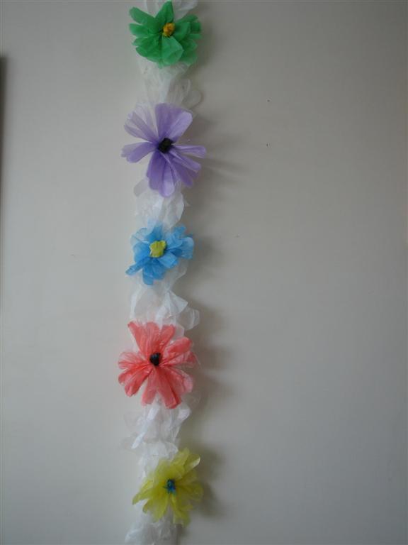 שרשרת פרחים לסוכה משאריות שקיות ניילון