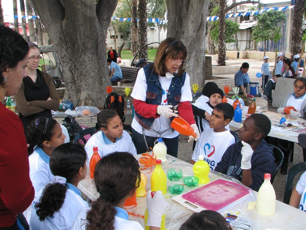 יום מעשים טובים למען הסביבה בעיר רמלה שיתוף פעולה בין יהודים לערבים