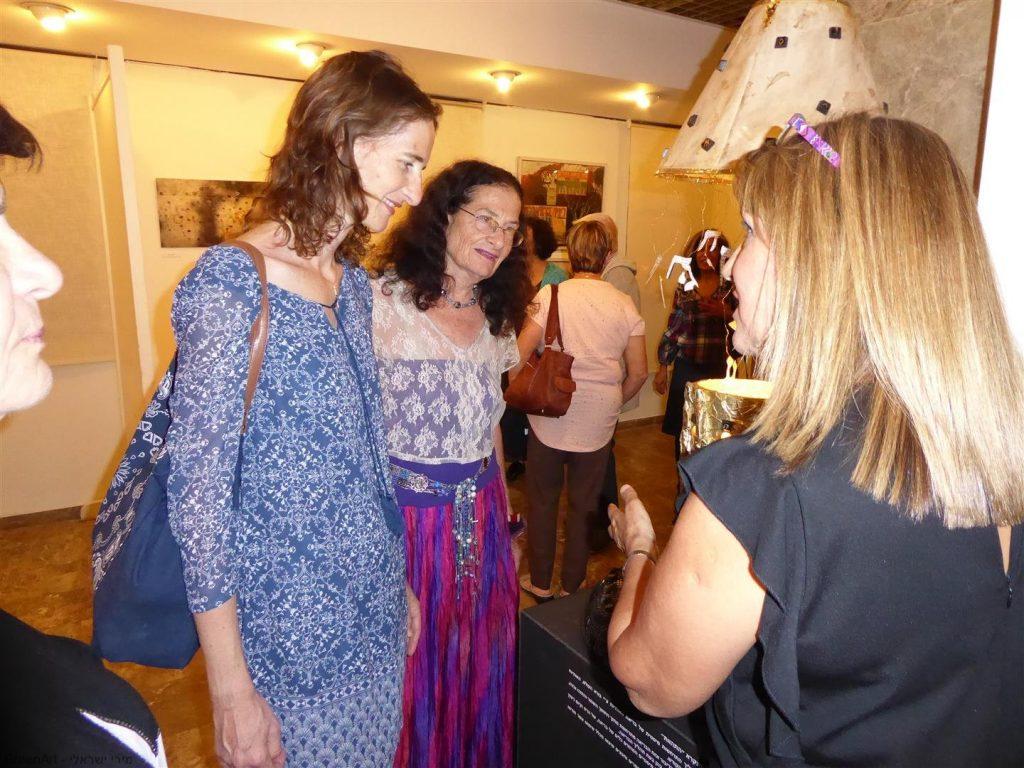 עם חברתי האמנית יעל פרויליך וביתה גלי האורחות שהגיעו לשמח אותי.