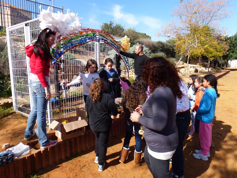 שיתוף פעולה של הורים ותלמידים לפעילות יצירתית ירוקה