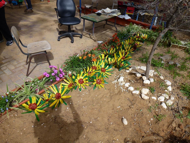 פרחים מפלסטיק מול פרחים מהטבע