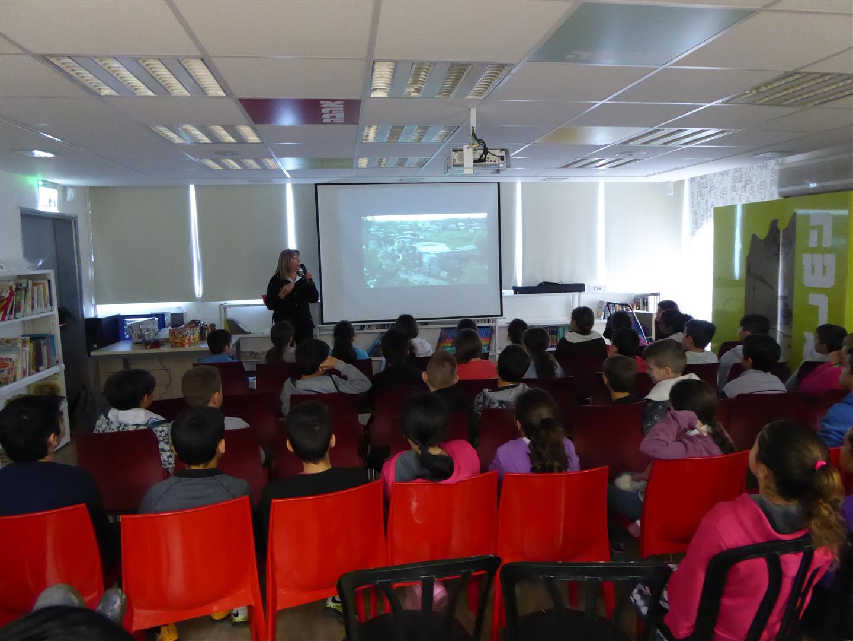 עושים סביבה ביחד הרצאות לתלמידי יגאל אלון בבת ים