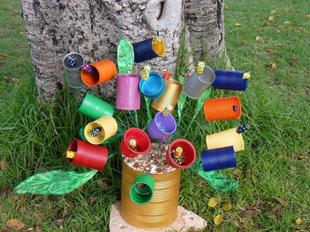 עציץ השימורים  מפוסל מקופסאות פח,פלסטיק ושקיות ניילון