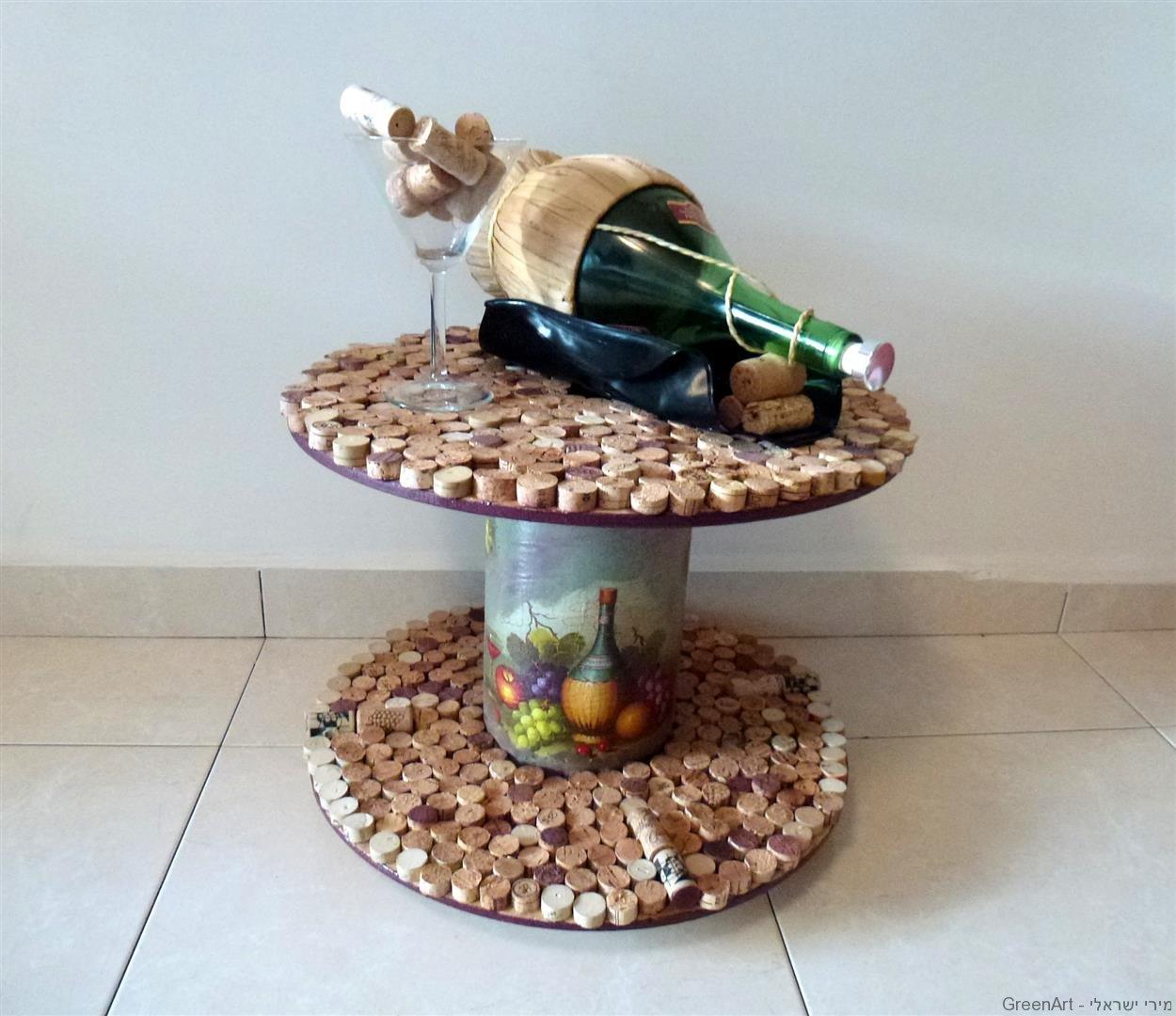 מהפך מן הפח! שולחן אירוח מפסולת שיועדה לפח.