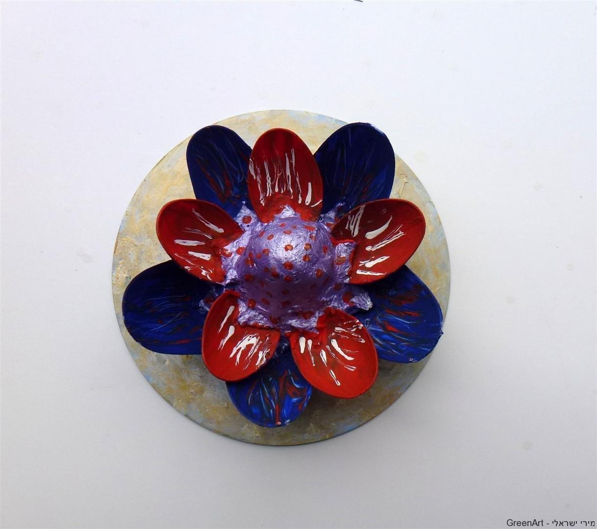 פרחי לוטוס מכפיות פלסטיק  חד פעמיות ותקליטור ישן