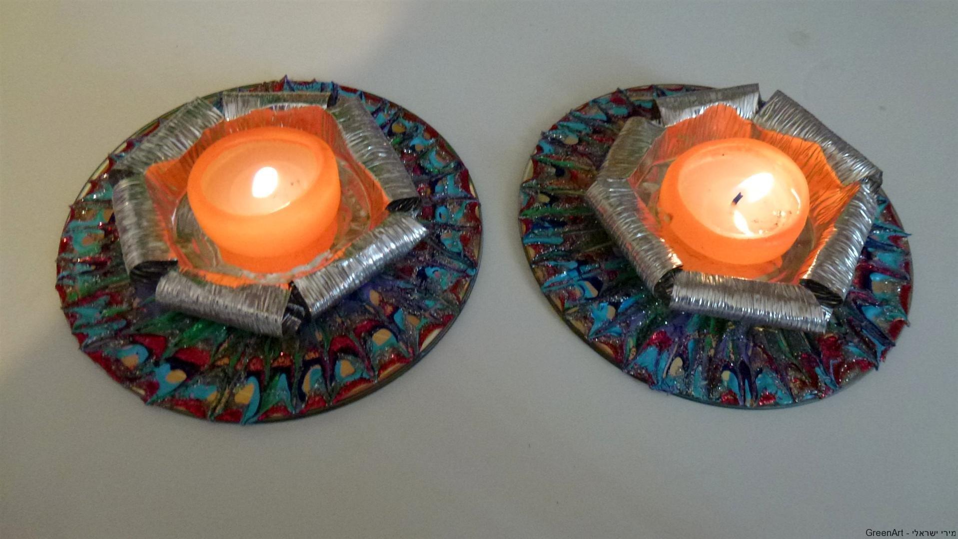 פמוטים לנרות שבת ממיחזור תחתיות אלומיניום ותקליטורים ישנים