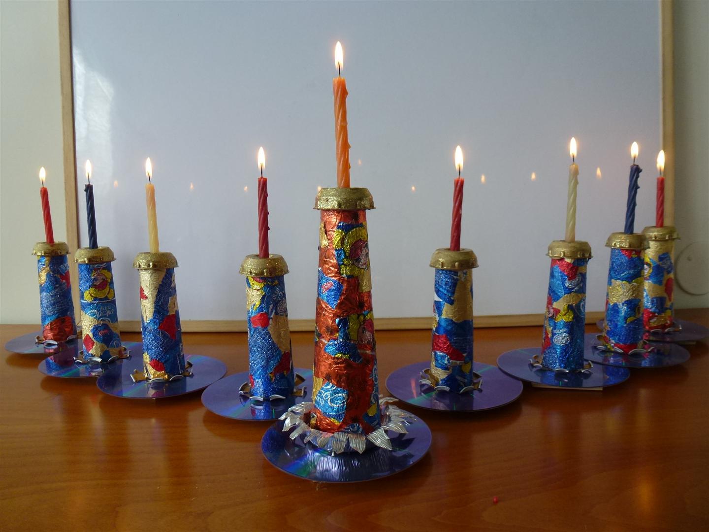 חנוכיה זוהרת מחומרים ממוחזרים- Menorah made from recycled materials