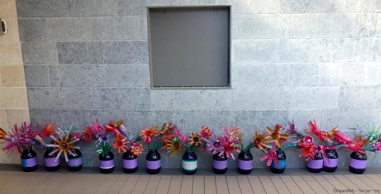מחצר אפורה לפריחה מרהיבה וצבעונית