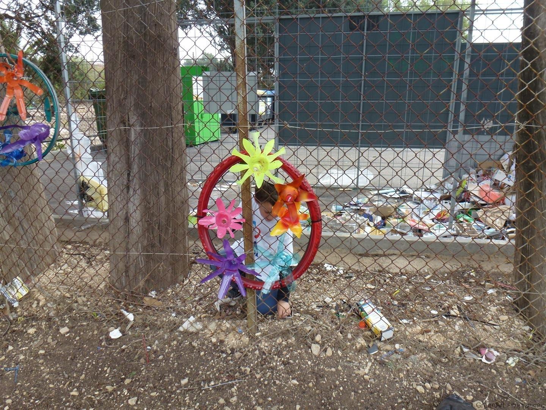 צמיגי אופניים בקבוקי פלסטק הופכים לאמנות ירוקה