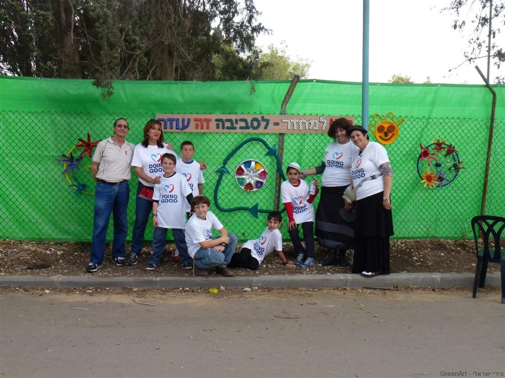 צוות ההנגה הירוקה עם סגל המורות