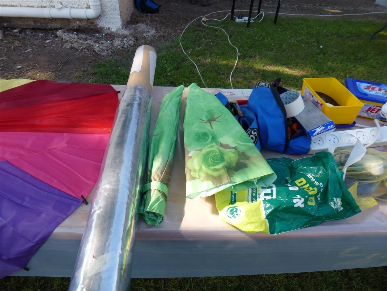 מטריות ניילונים בשימוש חוזר לפיסול המשקפיים
