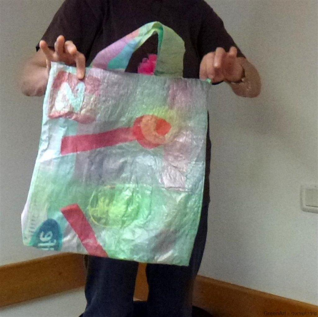 תיק מעוצב שימושי וצבעוני משקיות ניילון ממוחזרות