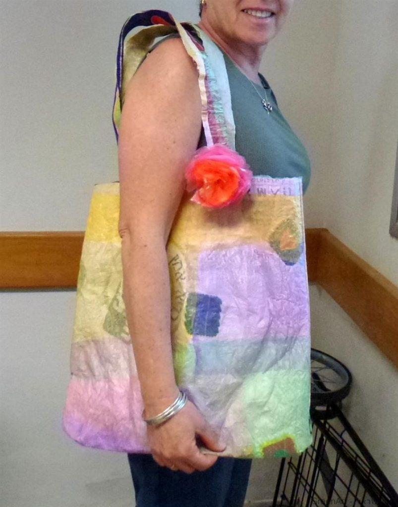 תיק צבעוני ורב פעמי משקיות ניילון ממוחזרות