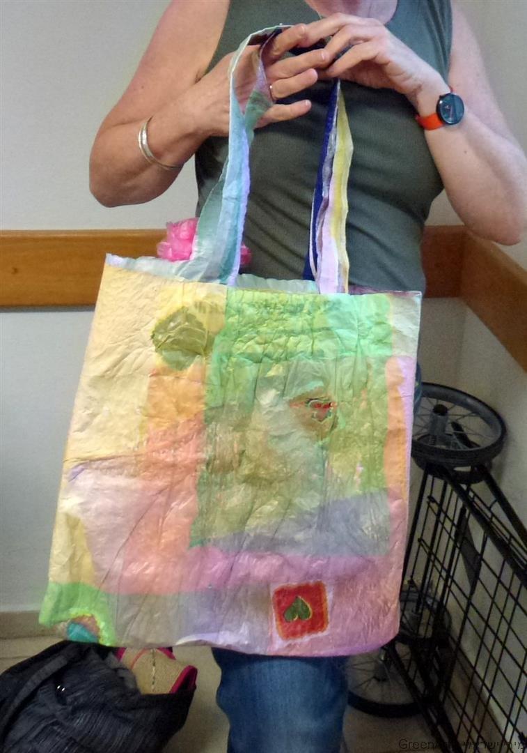 תיקים צבעוניים בשלל צבעים משקיות ניילון ממחוזרות