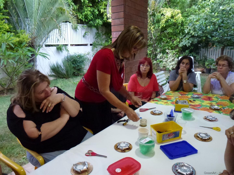 מפגש נשות עסקים לסדנת יצירה לתכשיטים אקולוגיים