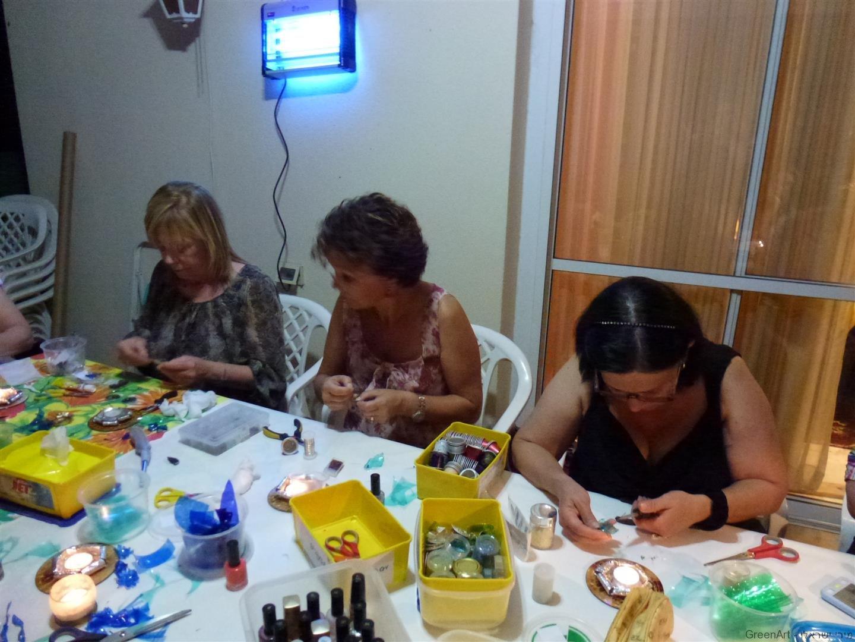 שבת נשים גם יחד ליצירת תכשיטים אקולוגיים מפתיעים