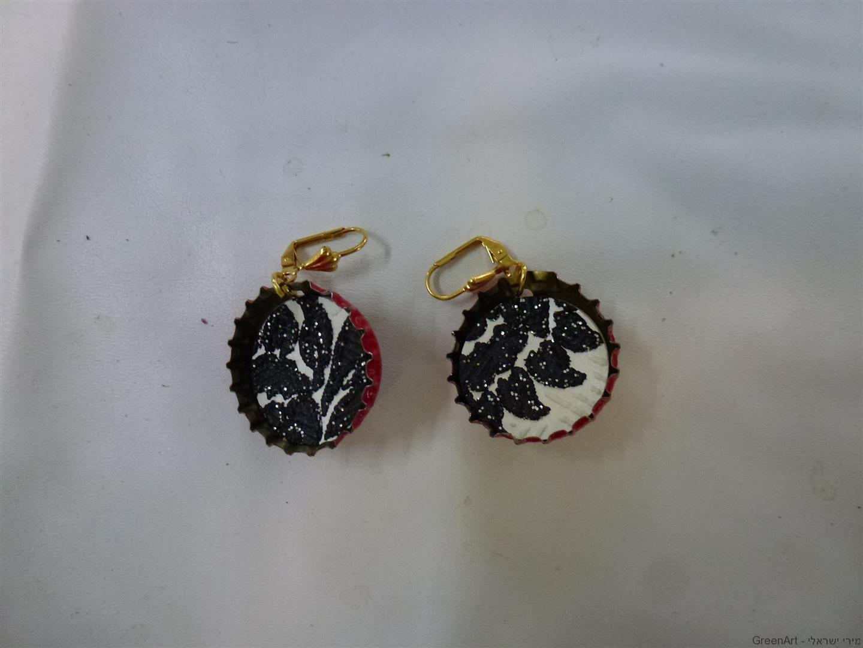 תכשיטים אקולוגיים - מפקקים צבעוניים לעגילים עליזים