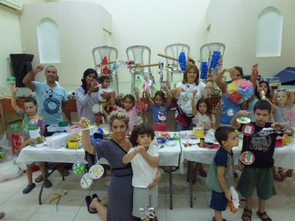 סדנת יצירה למשפחות להכנת קישוטים לסוכה מחומרים ממוחזרים