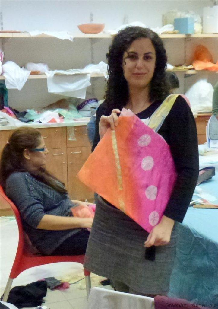 תיק מעוצב של אפרת משקיות ניילון ממוחזרות