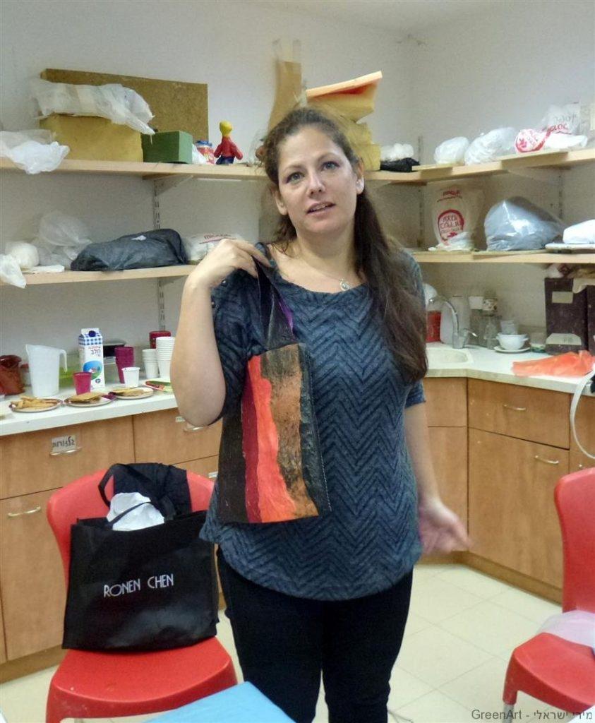 שירלי עיצבה לה תיק מעוצב בגוונים מיוחדים ומקוריים