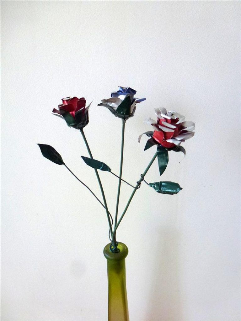 פרחים מעוצבים מקפסולות של קפה לסידור שולחן חגיגי