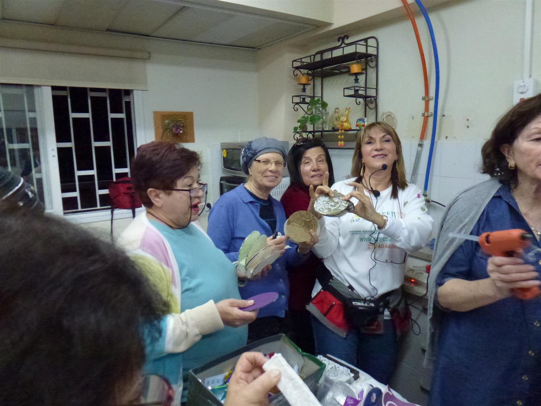 מתנדבי ידיד לחינוך יוצרים בחדוות היצירה הירוקה