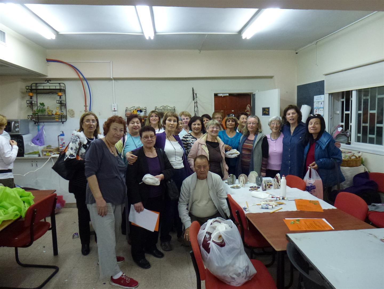 קבוצת מתנדבי ידיד לחינוך יהוד בסדנת יצירה ירוקה וחווייתית